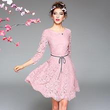 高端时尚# 秋冬欧美圆领蕾丝系带修身连衣裙  138元包邮(288-150券)