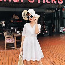 甜美活泼# 夏季显瘦蕾丝裙白色中袖连衣裙 73元包邮(98-25券)