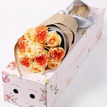 爱尚 玫瑰花康乃馨鲜花礼盒 11支 19.9元包邮(39.9-20券)